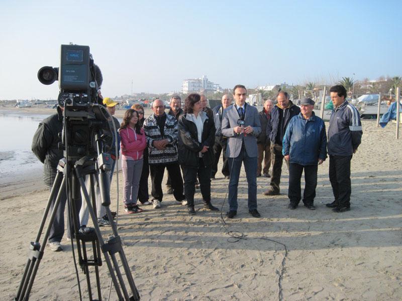 I pescatori truentini con Gabriele Mastellarini davanti alle telecamere del Tg3